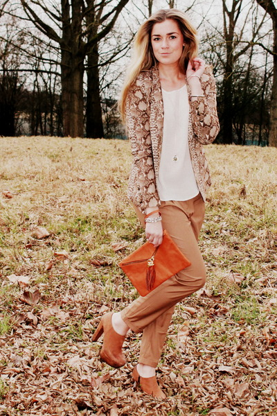 supertrash-blazer-tuscany-leather-bag-h-m-pants-sacha-heels_400