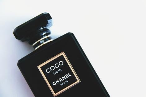 Parfémovaná voda Chanel Coco Noir. | Autor fotky: The Annette Vogue